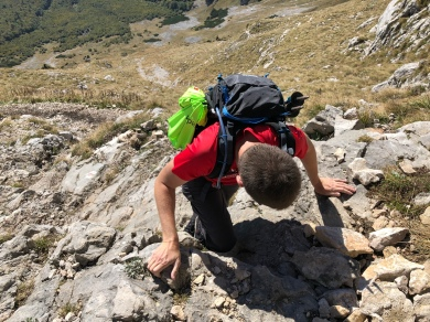 Ein paar kurze Kletterpassagen sind wie Würze dieser Wanderung.